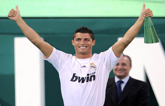 Un joven Cristiano Ronaldo era presentado en el Real Madrid hace 9 años. (FOTO: AFP)