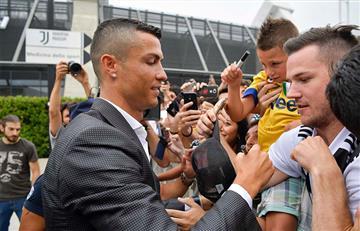 Cientos de hinchas reciben a Cristiano Ronaldo y le piden la Champions