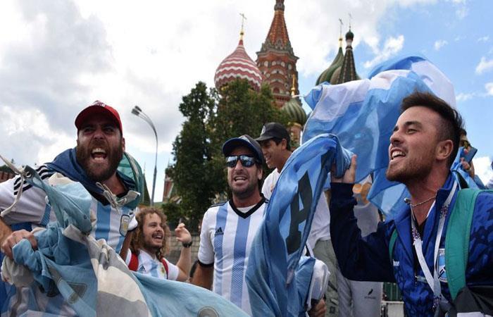 Los hinchas argentinos coparon las ciudades rusas. (FOTO: AFP)