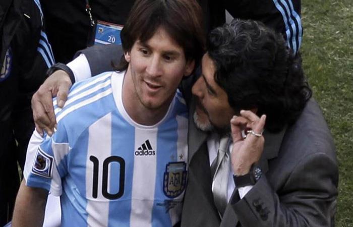 Lionel Messi y Diego Maradona en Sudáfrica 2010. Foto: AFP