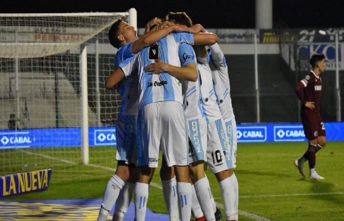 Atlético Rafaela venció 2-1 a Lanús (Foto: Twitter)