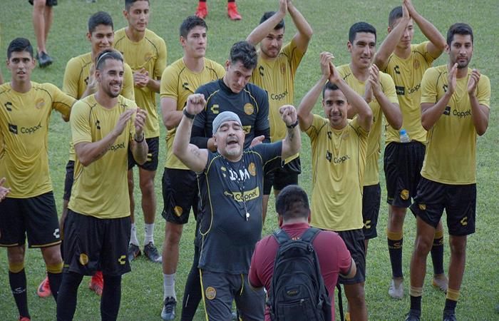 Diego Armando Maradona en su primer entrenamiento con el Dorados. (FOTO: EFE)