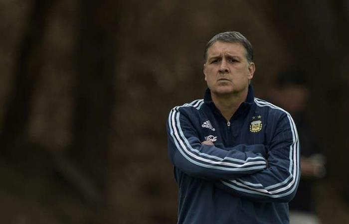 Gerardo Martino se volvería a poner el buzo de la Selección. Foto: AFP