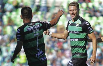 El argentino Julio Furch anota dos veces y el Santos Laguna golea al León