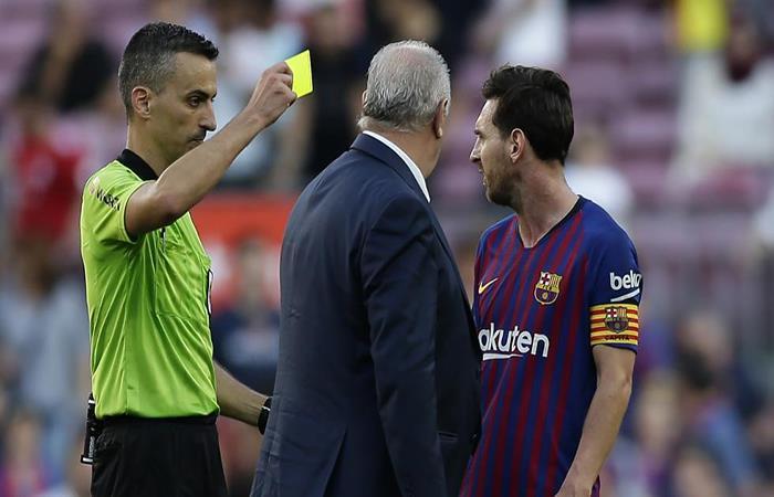 La bronca de Messi. (FOTO: EFE)