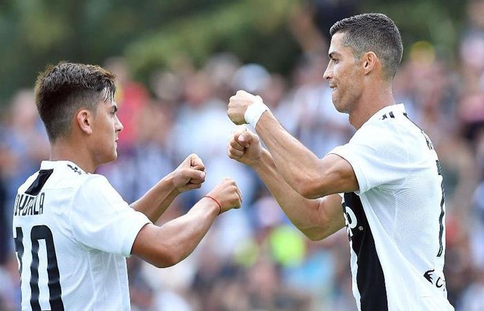 Paulo Dybala y Cristiano Ronaldo. Foto: EFE