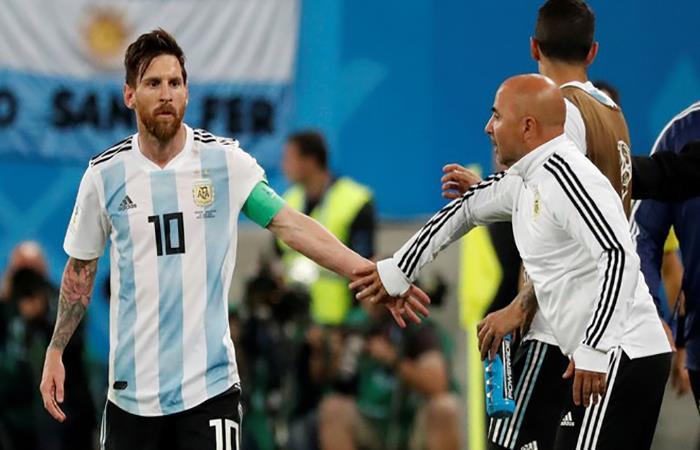 Lionel Messi y Jorge Sampaoli. (FOTO: EFE)