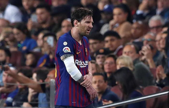 Lionel Messi salió lesionado tras una dura caída. Foto: EFE