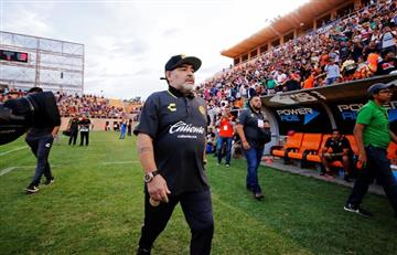 Maradona feliz con sus jugadores
