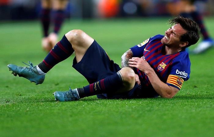 Lionel Messi se lesionó en el primer tiempo del partido ante Sevilla. (AFP). Foto: AFP