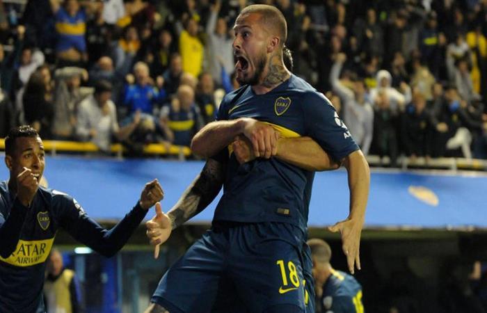 Darío Benedetto celebrando el gol de Boca Juniors. Foto: EFE