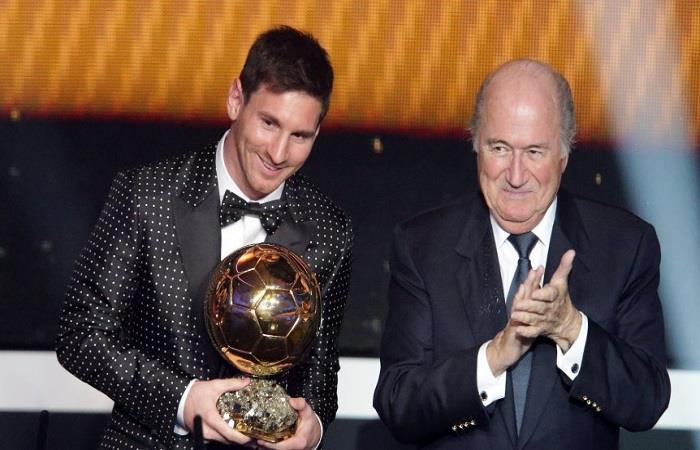 Lionel Messi y Joseph Blatter. Foto: AFP