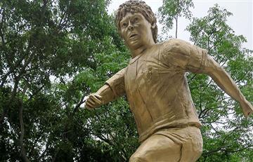Diego Maradona: estatua del 'Pelusa' a metros dónde debutó