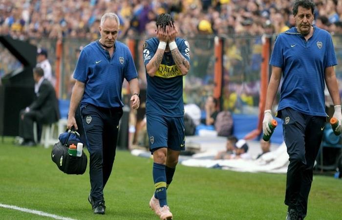 Cristiano Pavón abandona la final de la Libertadores por lesión. Foto: AFP