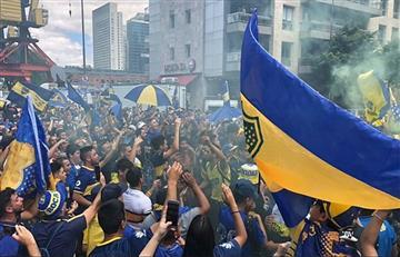 Seguidores de Boca Juniors despiden a los jugadores antes del Superclásico