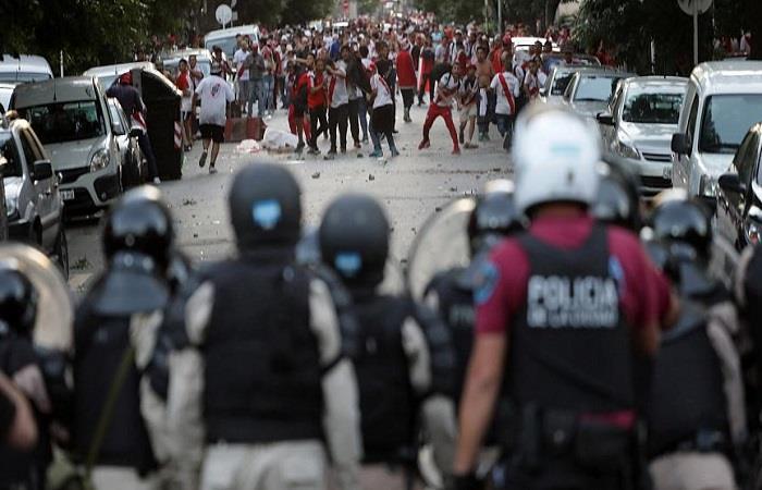La policía cambia el operativo. Foto: AFP