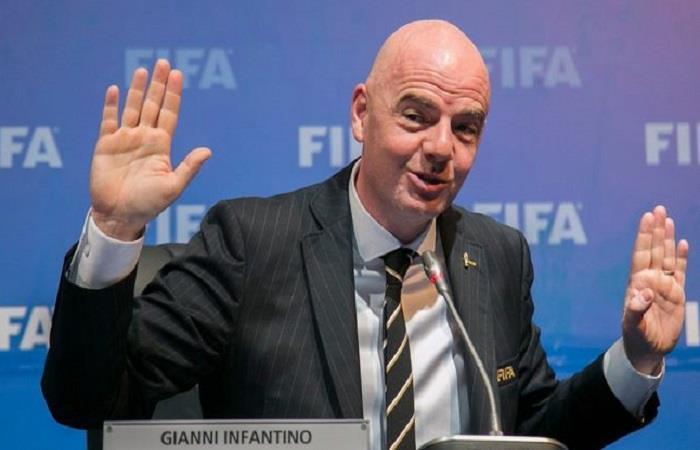 Gianni Infantino se excusa. Foto: AFP