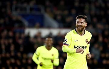 Messi guía al Barcelona al primer lugar de su grupo en Champions