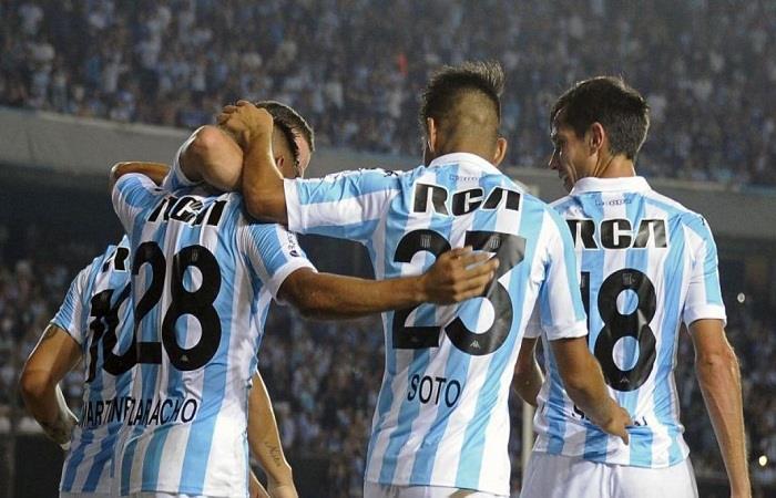 Racing continúa siendo el único puntero de la Superliga. Foto: AFP