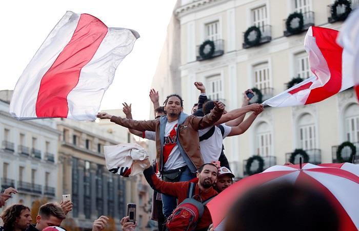 Gran banderazo de River Plate en Madrid. Foto: EFE