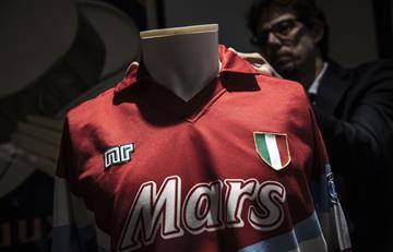Maradona: Subastan su última camiseta con el Nápoles