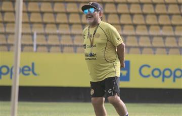 Diego Maradona renovó con los Dorados de Sinaloa