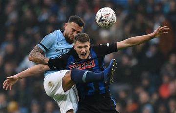 Otamendi marca gol y Bielsa queda eliminado en FA Cup