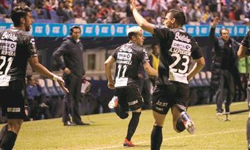 [VIDEO] El argentino Brian Fernández anotó doblete en el fútbol mexicano