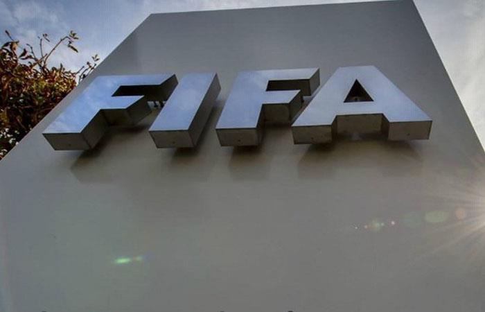 La entidad madre del fútbol designaría a Brasil como nueva sede (Foto: AFP)