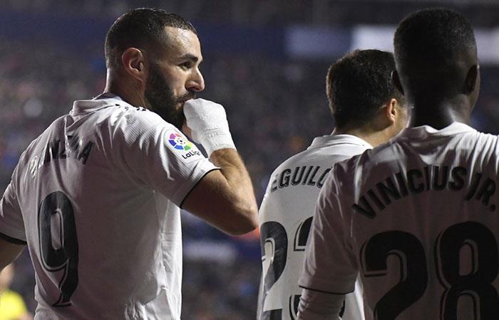 Benzema festeja su último gol, ante Levante (Foto: EFE)