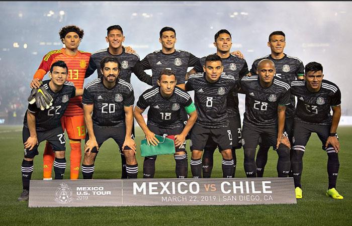 Gran victoria de México ante Chile en el debut del Tata. (Foto: AFP)