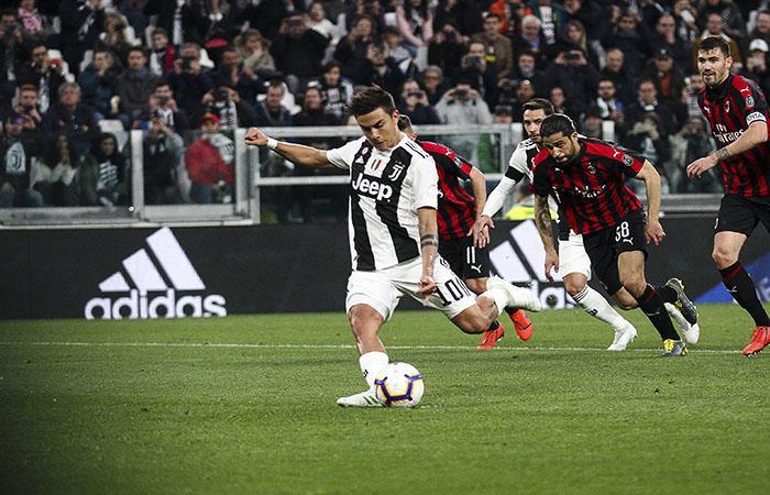 Dybala marcó de penal en el triunfo contra Milan. Foto: AFP