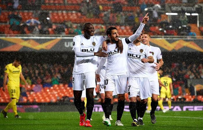 Valencia festeja el pase a semifinales bajo la lluvia. Foto: AFP