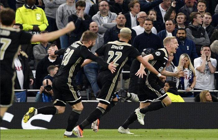 Ajax superó al Tottenham y puso un pie en la final. (Foto: AFP)