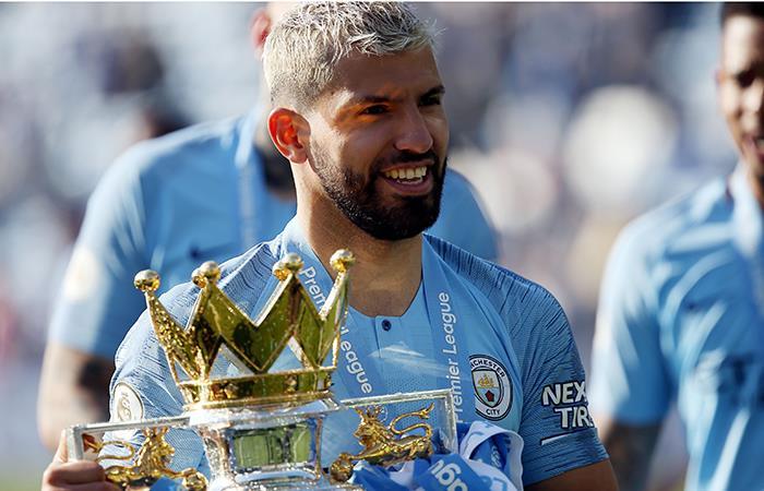 Sonrisa y trofeo en mano. Foto: EFE