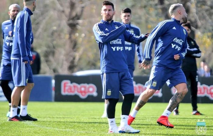 Messi y su primera práctica con Argentina. (Foto: EFE)