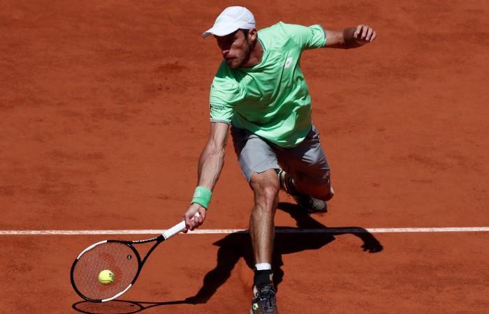 Mayer no pudo con Federer en París. (Foto: EFE)
