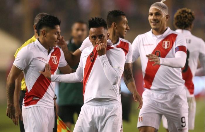 Perú y una sonrisa antes de la Copa América. Foto: EFE