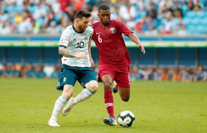 Messi vs. Qatar con la albiceleste. Foto: EFE