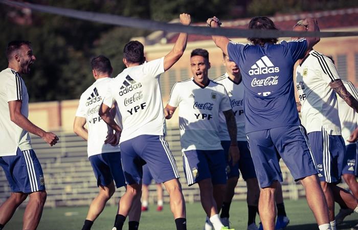Lionel Scaloni armó dos equipos de cara al partido con Chile. Foto: Twitter