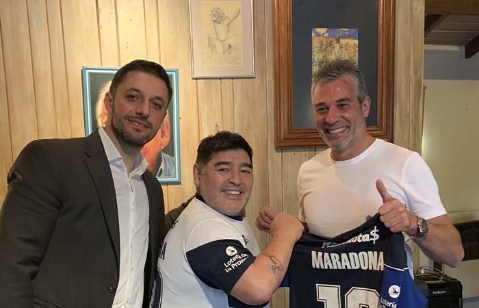 Estudiantes felicitó a Maradona por su llegada a Estudiantes. Foto: Twitter