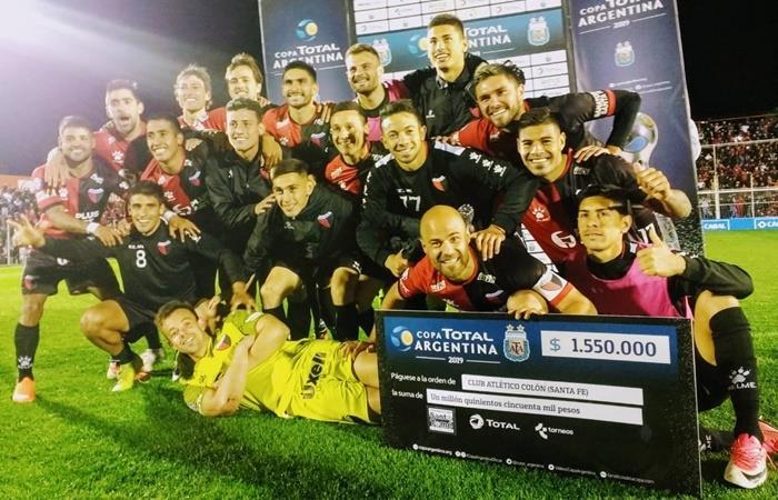 Colón se metió en cuartos de final de Copa Argentina por penales. Foto: Twitter Copa Argentina
