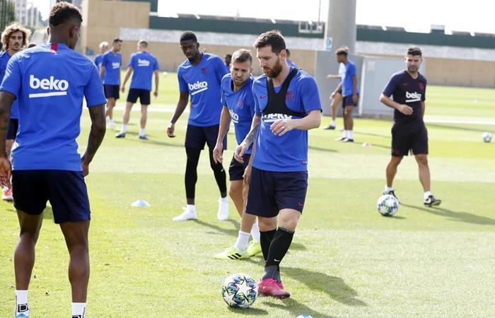 Lionel Messi y Neto están de vuelta y concentran en nadie. Foto: Twitter Barcelona
