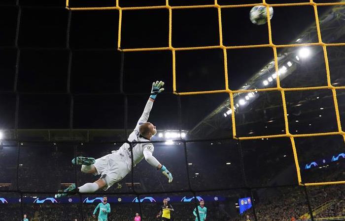 Ter Stegen en acción en el partido ante Borussia Dortmund. Foto: EFE