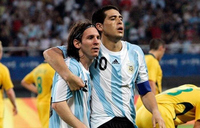 Riquelme rescató que le gustaría ver a Messi con la de Boca. Foto: Twitter