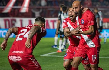 Argentinos Juniors va por la punta ante Colón en Santa Fe