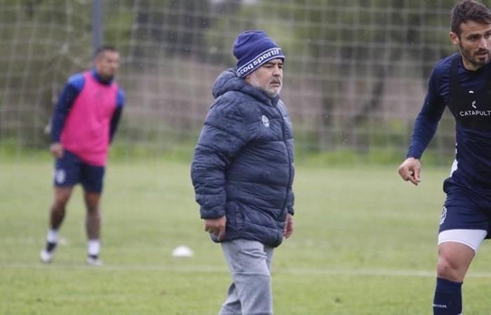 Diego Maradona envió a siete jugadores a la reserva de Gimnasia. Foto: Twitter