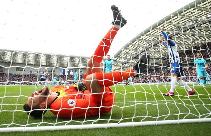 Hugo Lloris se lesionó el codo en la derrota de Tottenham. Foto: Twitter