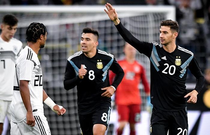 Huevo Acuña y Lucas Alario las claves del partido de Argentina. Foto: EFE