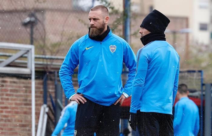 Daniele De Rossi se entrenó de manera diferenciada en Boca. Foto: Twitter